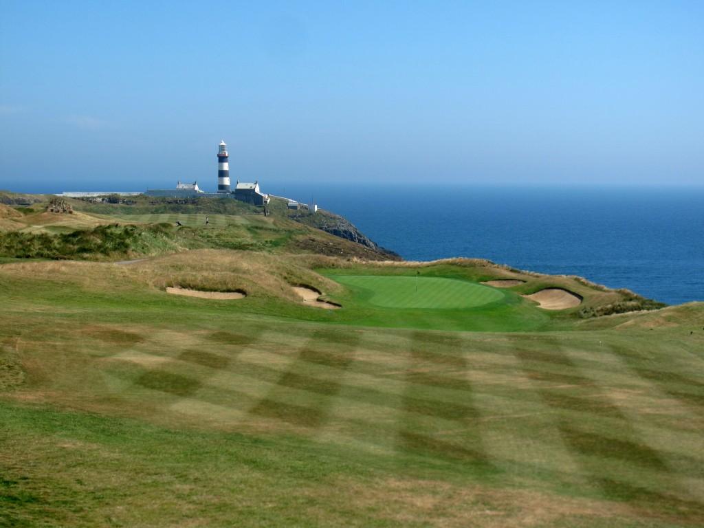 Misschien wel de meest gemaakte foto op Old Head Golf Links, hole 15 met de vuurtoren op de achtergrond.