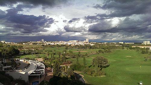 Het uitzicht vanuit één van de hotelkamers