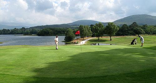 Kenmare Golf Club is een vriendelijke lokale golfclub met uitdagende holes.