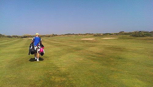 Uiteraard hoort een caddy bij de optimale beleving van Old Head Golf Links.