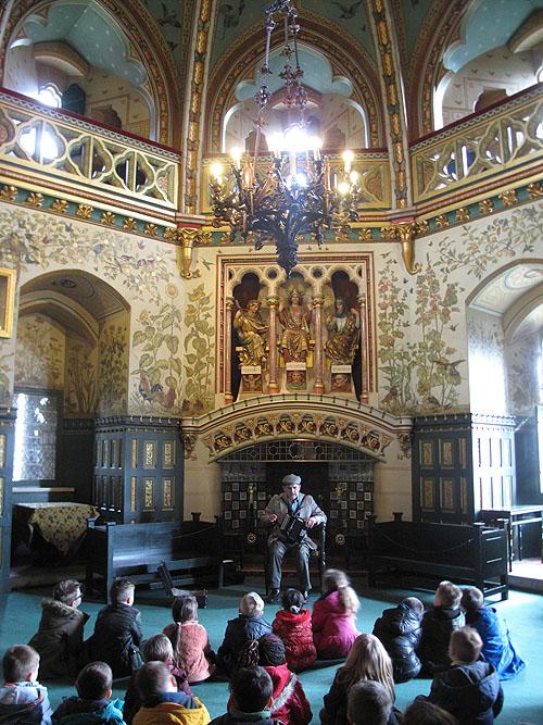 Op Coch Castle worden regelmatig begelide tours georganiseerd voor zowel volwassenen als kinderen.