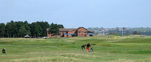 Prince's Golf Club heeft een imponerend clubhuis
