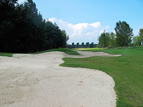 lange bunkers langs hole 12
