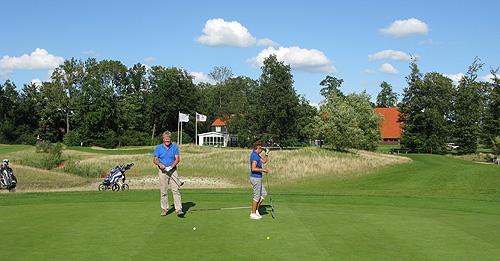 Plezier en gezelligheid staan voorop bij Golfclub Emmeloord.
