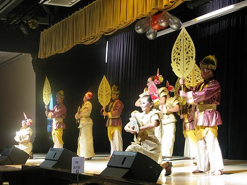 In het Saloma Theatre Restaurant komt de historie van Maleisië in rap tempo voorbij