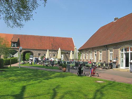 Het clubhuis van Aldruperheide is in een oude Bauernhof gehuisvest met een echte Hof met Biergarten.