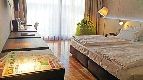 De comfortabele kamers zijn in industriële stijl en van alle gemakken voorzien.