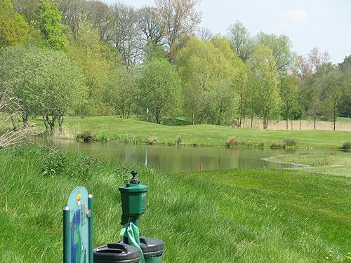 Bomen en water op Golfclub Münstr Tinnen.